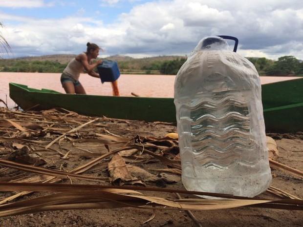 Rio Doce foi tomado pela lama após o rompimento da barragem (Foto: Alexandre Nascimento/G1)