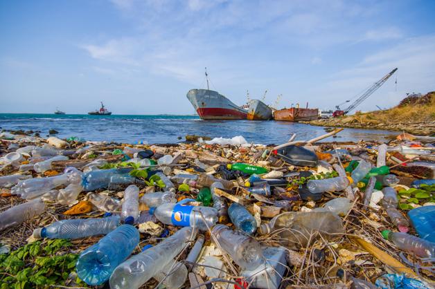 Marca de cosméticos recolhe lixo dos oceanos e usa como matéria prima para embalagens
